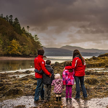autumn-outdoor-family-photograph